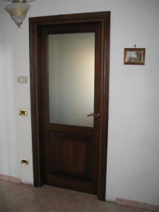 Porta in legno massello con vetro