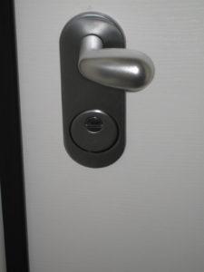 1-porta-serratura-standard-esterno-dopo-la-conversione