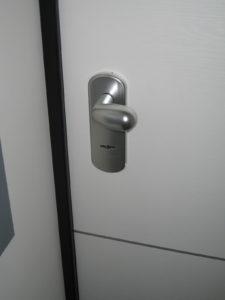 porta serratura standard esterno prima della conversione