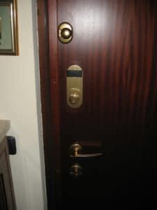 3-porta-serratura-standard-interno-dopo-la-conversione