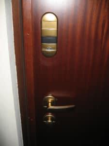 3-porta-serratura-standard-interno-prima-della-conversione